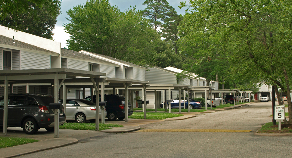 <p>Willow Oaks Townhouse Apartments, Hampton, VA</p>